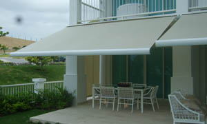 Copertina retractabila Athena MCA in curte 2