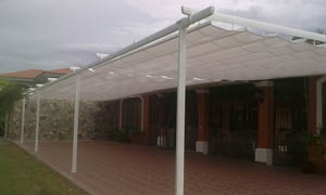 Pergola retractabila VENUS MCA in curte cu piscina 7
